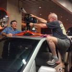 上海:奥利维尔·雷杰和卡洛斯·费兰德将摄影机架到拍摄车上